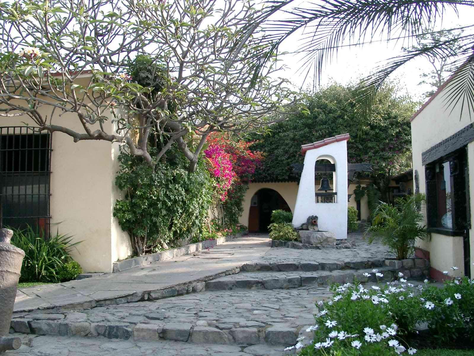 01 Intrarea in La Granja Azul