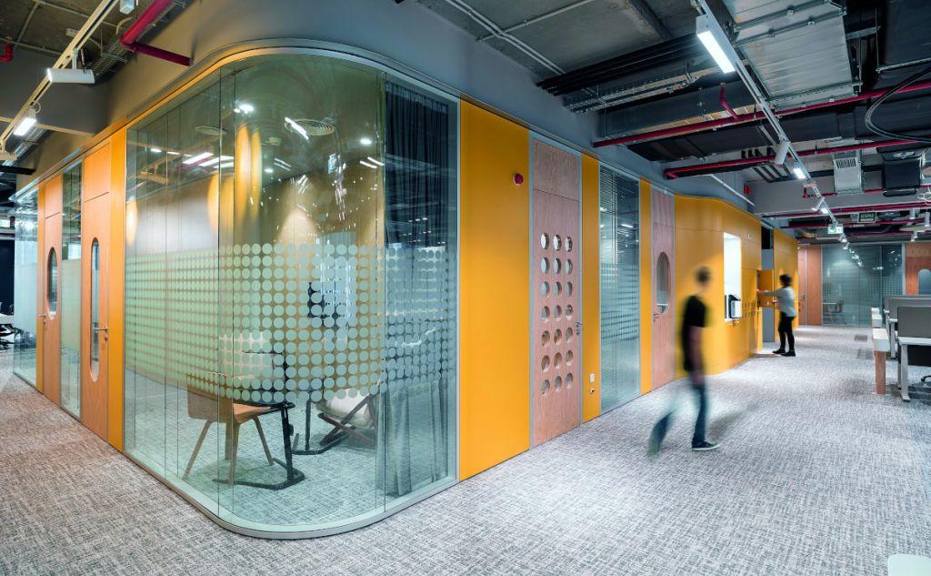 Microsoft HQ Bucharest: industrial blând și avânt tech