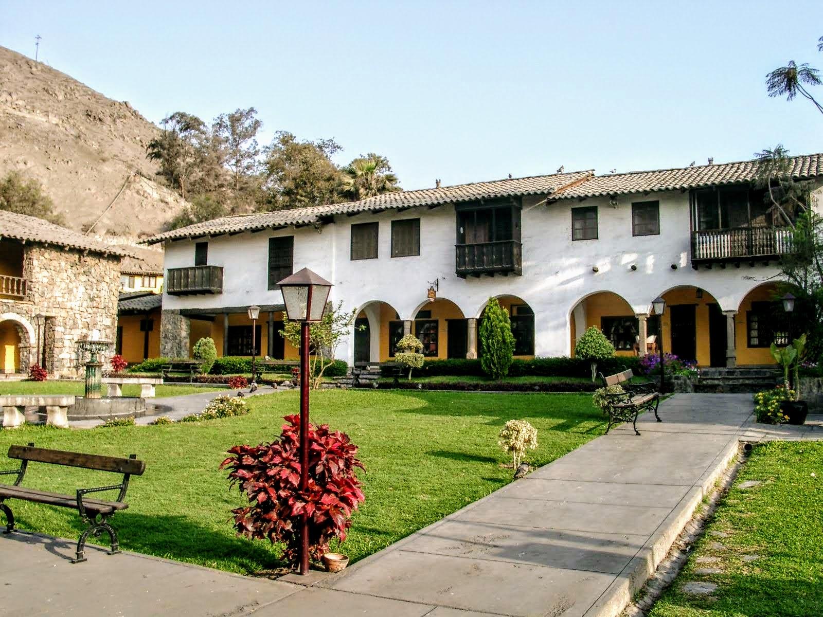 15 Plaza de Armas din Statiunea El Pueblo 1