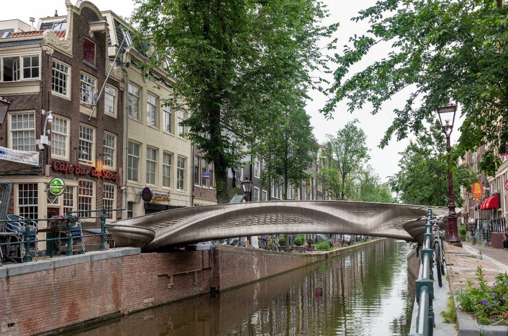 3_MX3D Bridge City Center Amsterdam Credit Thea van den Heuvel