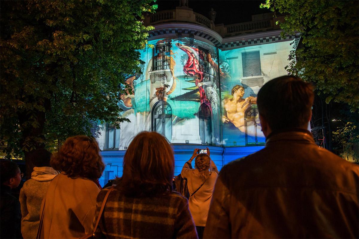 Video-mapping pe casa Qreator by IQOS, Festivalul Luminilor din București 2019