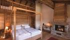 Dormitor matrimonial cu șemineu și supantă © Photo: guardaval.ch
