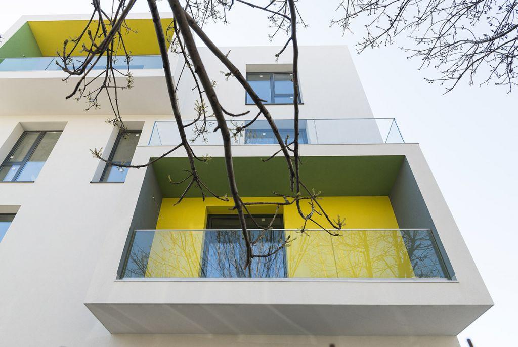 ARGUS, clădirea cu loggii luminoase și colorate
