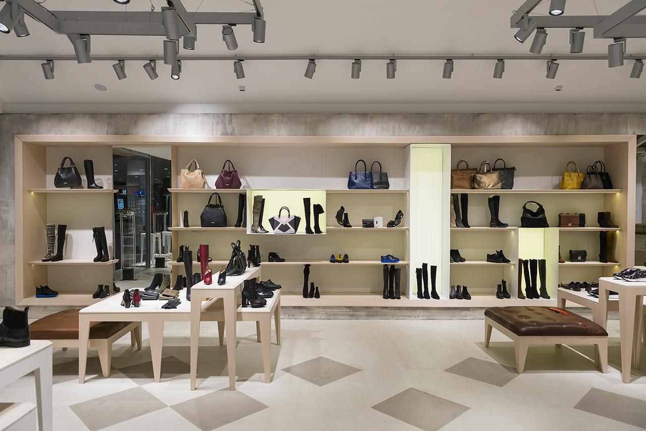 cele mai noi cea mai recentă design nou Notre Dame du Pantof. Musette Băneasa Shopping City, Bucureşti – igloo