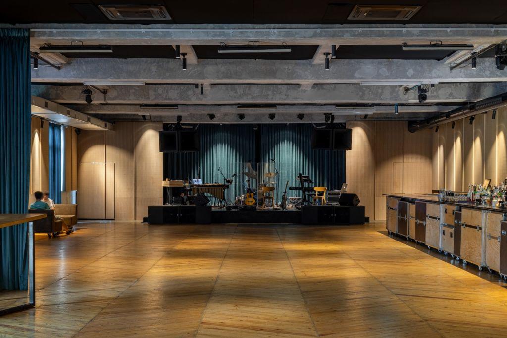 Club Guesthouse. Inima scenei EDM din România bate într-o nouă locaţie, cu o amenajare marca Corvin Cristian Studio
