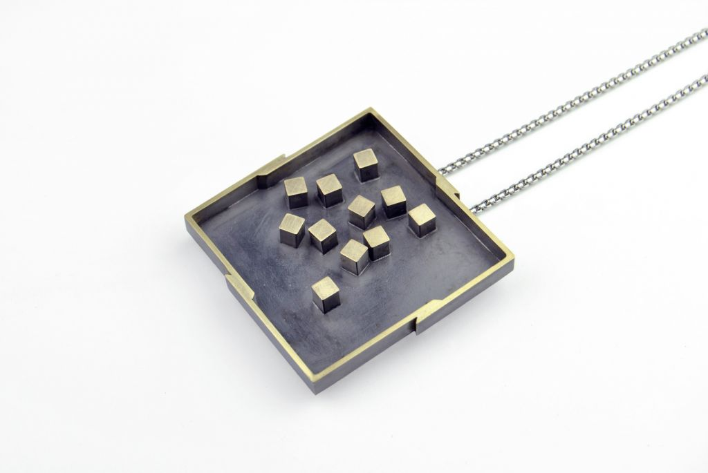 Paolo Gambarelli_brooch-pendant_2020_OxidizedBrass_4,8x4,8cm