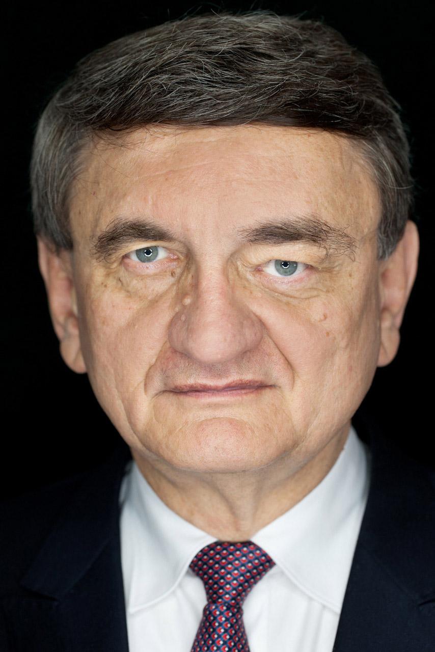 Victor Ciorbea, prim ministru al României (1996-1998).