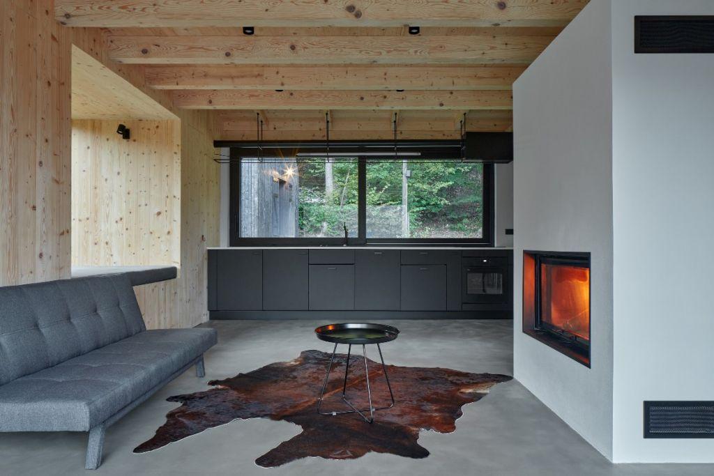 mjolk-architekti-cottage-pod-bukovkou-boysplaynice-living