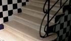 În jurul scării...