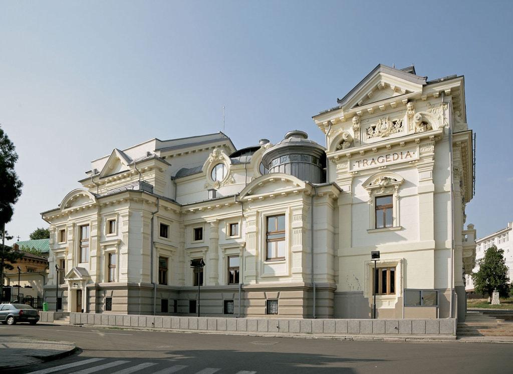 Imagini pentru Caracal Case frumoase