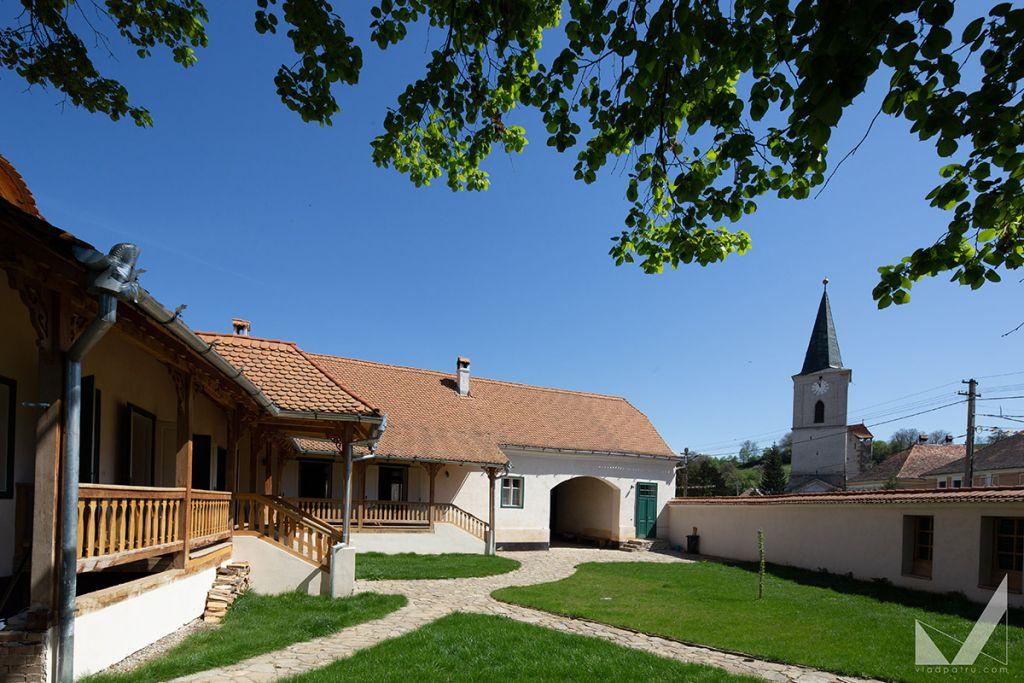 6 pensiuni pitorești din Transilvania pe care să le descoperi vara asta